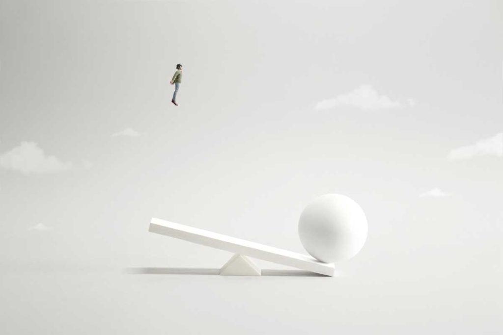 シーソーで飛ぶ人|【2021年】アドセンス審査に通らない人のための解説!|賢く稼げ!副業ブログ・アフィリエイト