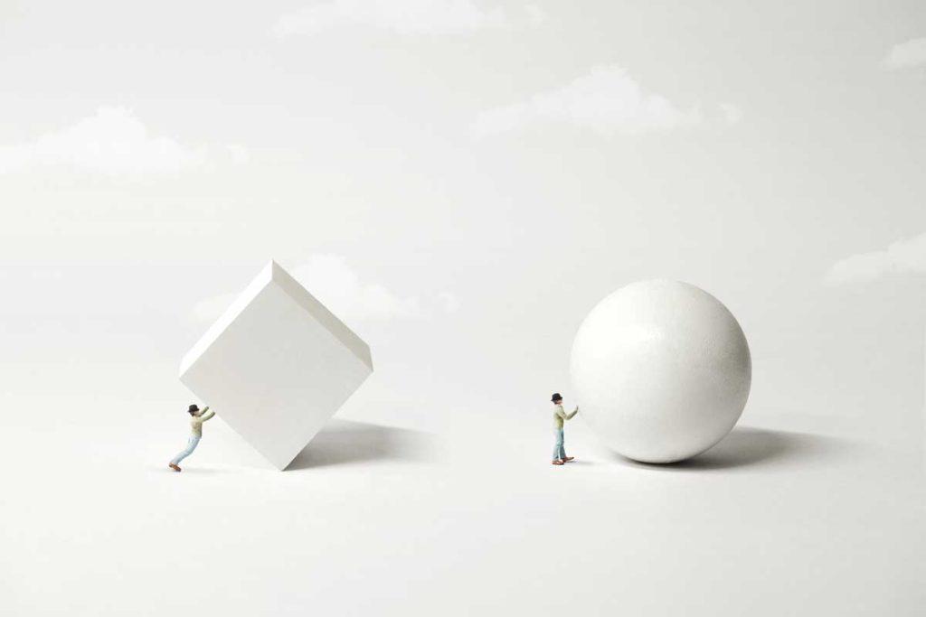丸と四角の玉を動かす人