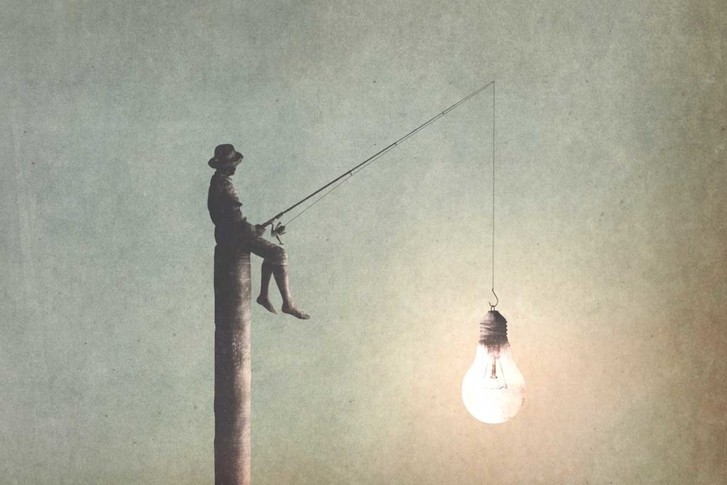 柱の上に座りアイデアを釣る