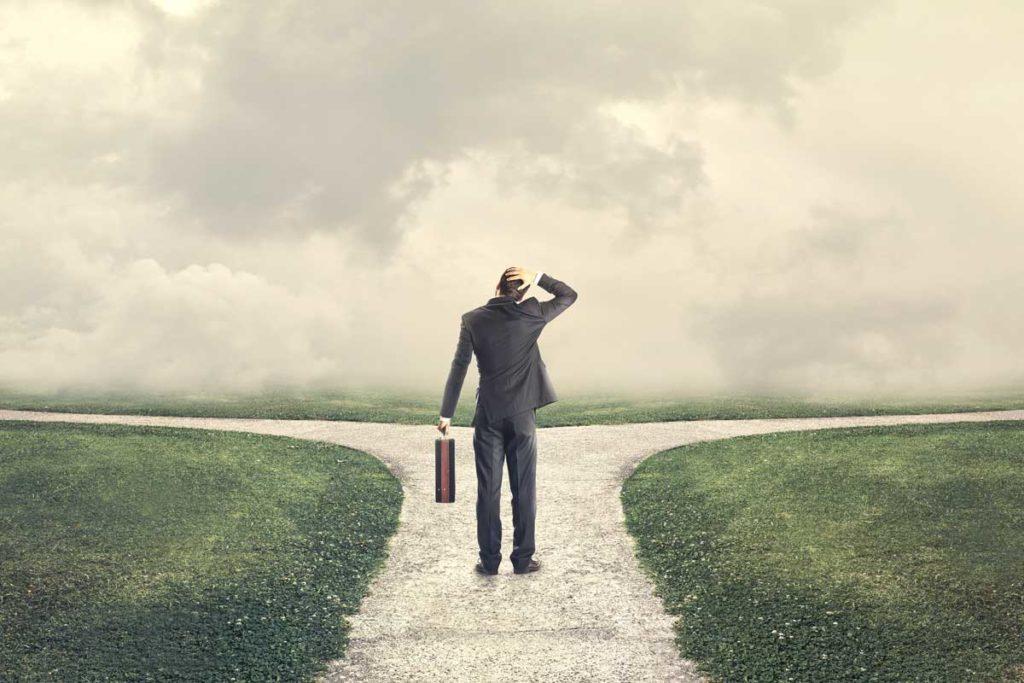 優柔不断な人で、失われた人は正しい道を選ぶ