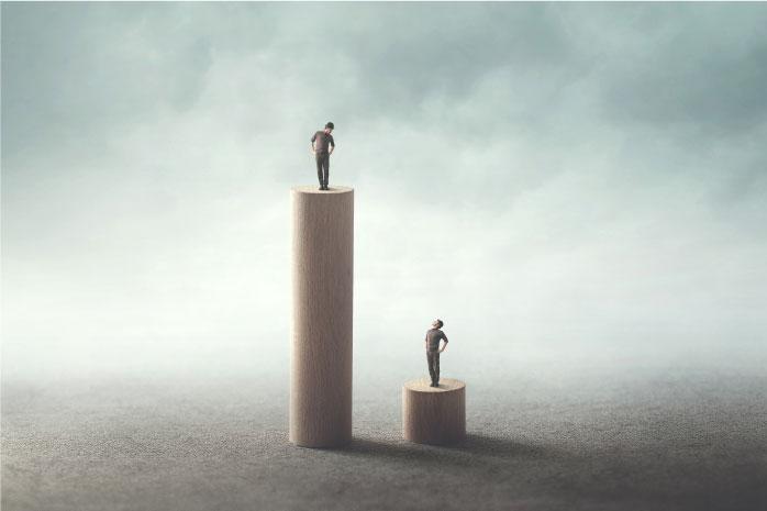 成功している人と低い人を比べている写真